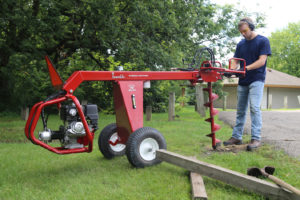 Towable hydraulic earth auger